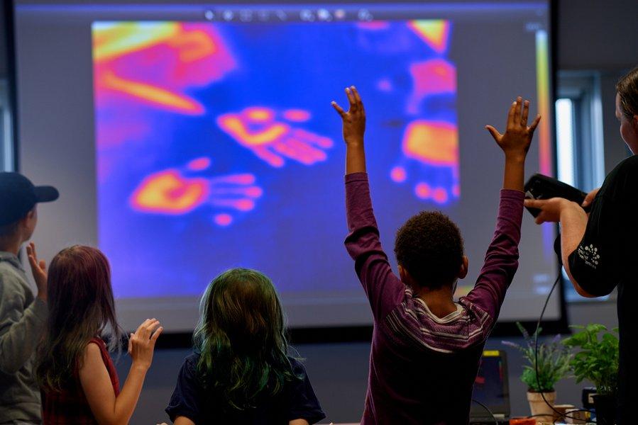 hands up thermal imagin camera